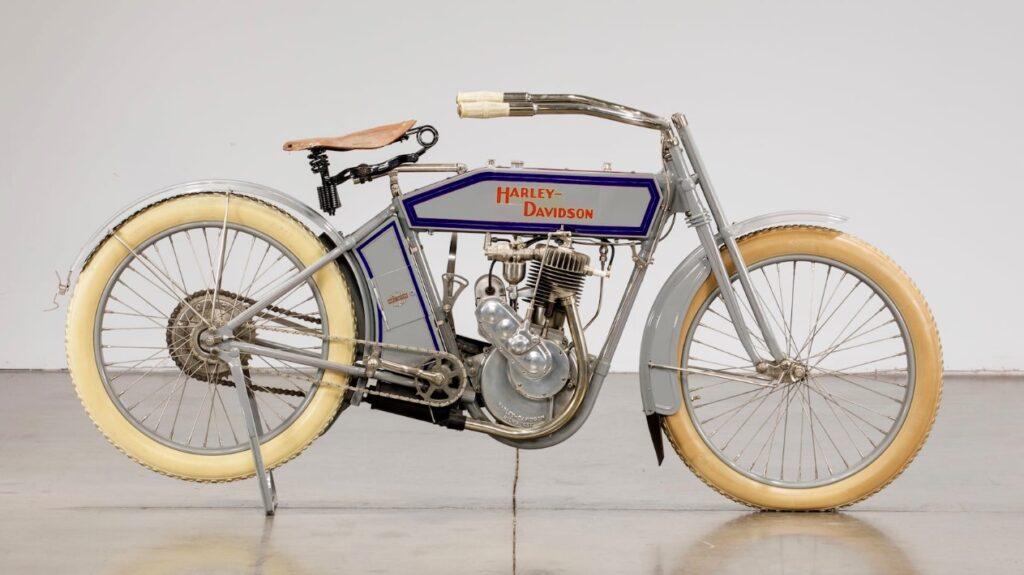 1913 - Harley-Davidson modelo 9B derecha