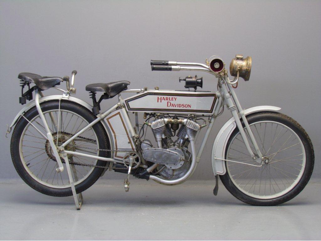 1913 - Harley-Davidson modelo 9E derecha
