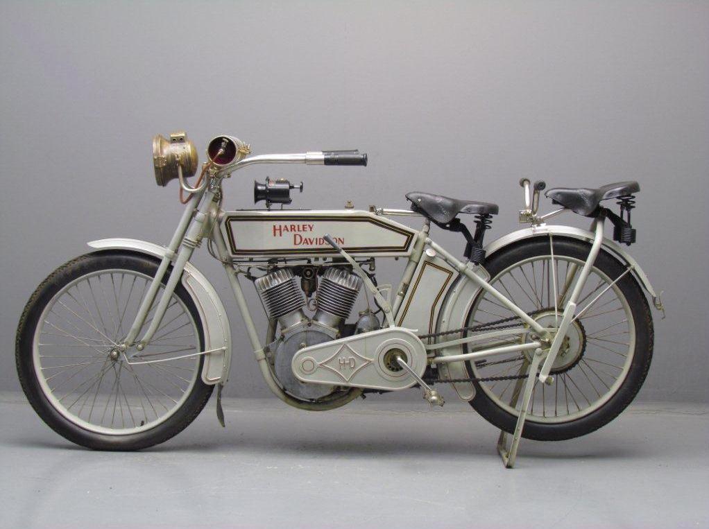 1913 - Harley-Davidson modelo 9E izquierda
