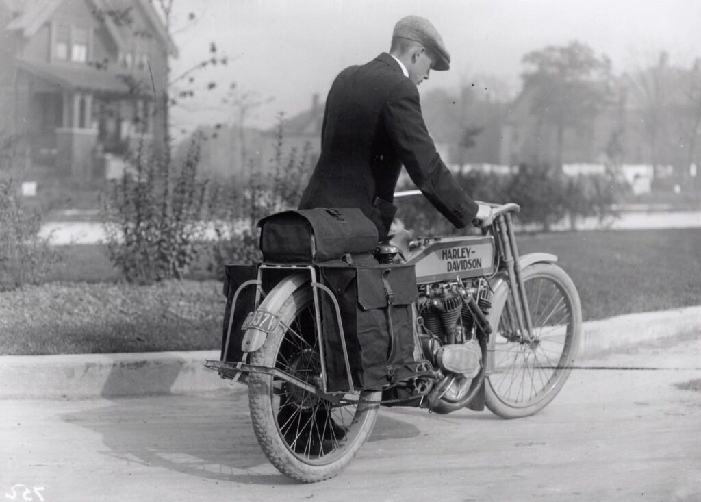 1914-universal-luggage-carrier