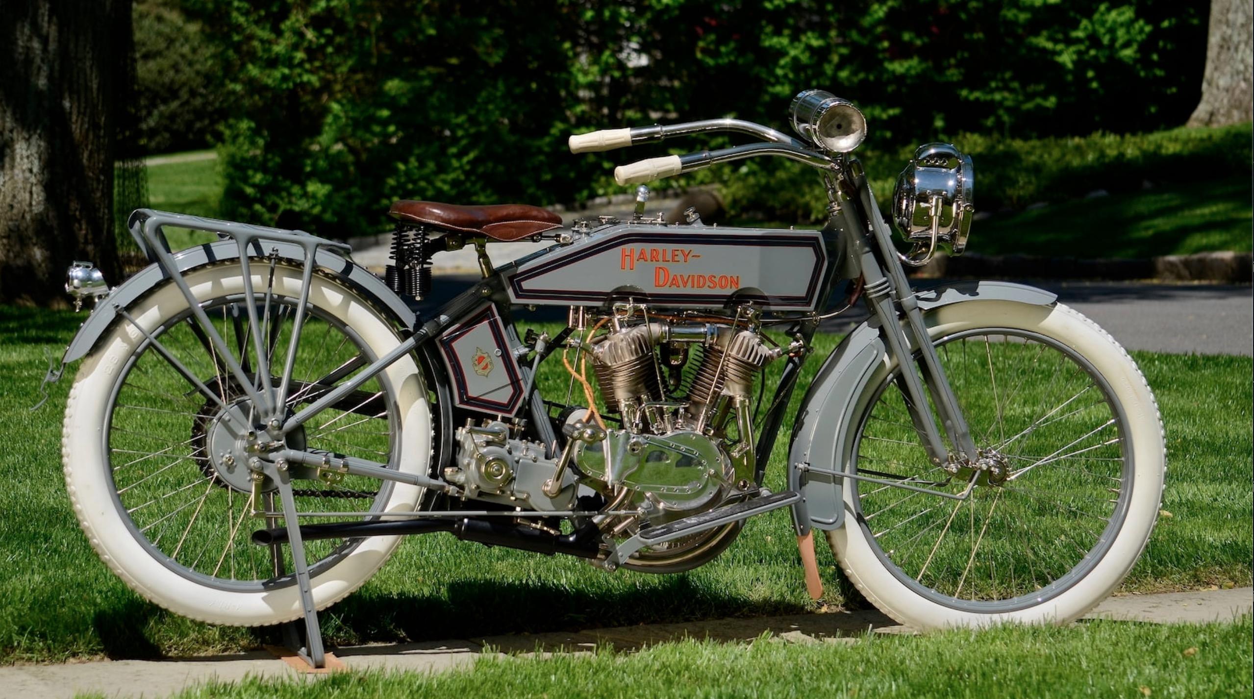 1915 - Harley-Davidson modelo 11F - Derecha