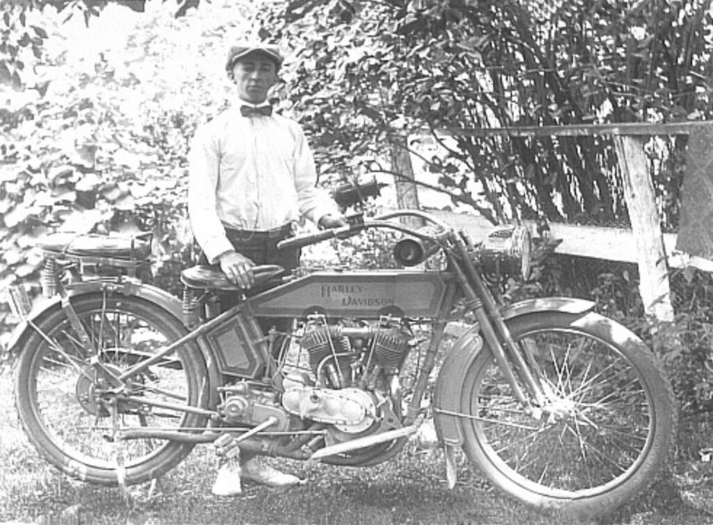 1915 - Harley-Davidson - V-Twin