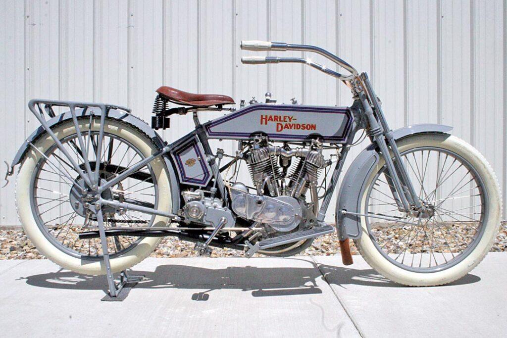 1915 - Harley-Davidson modelo 11 F