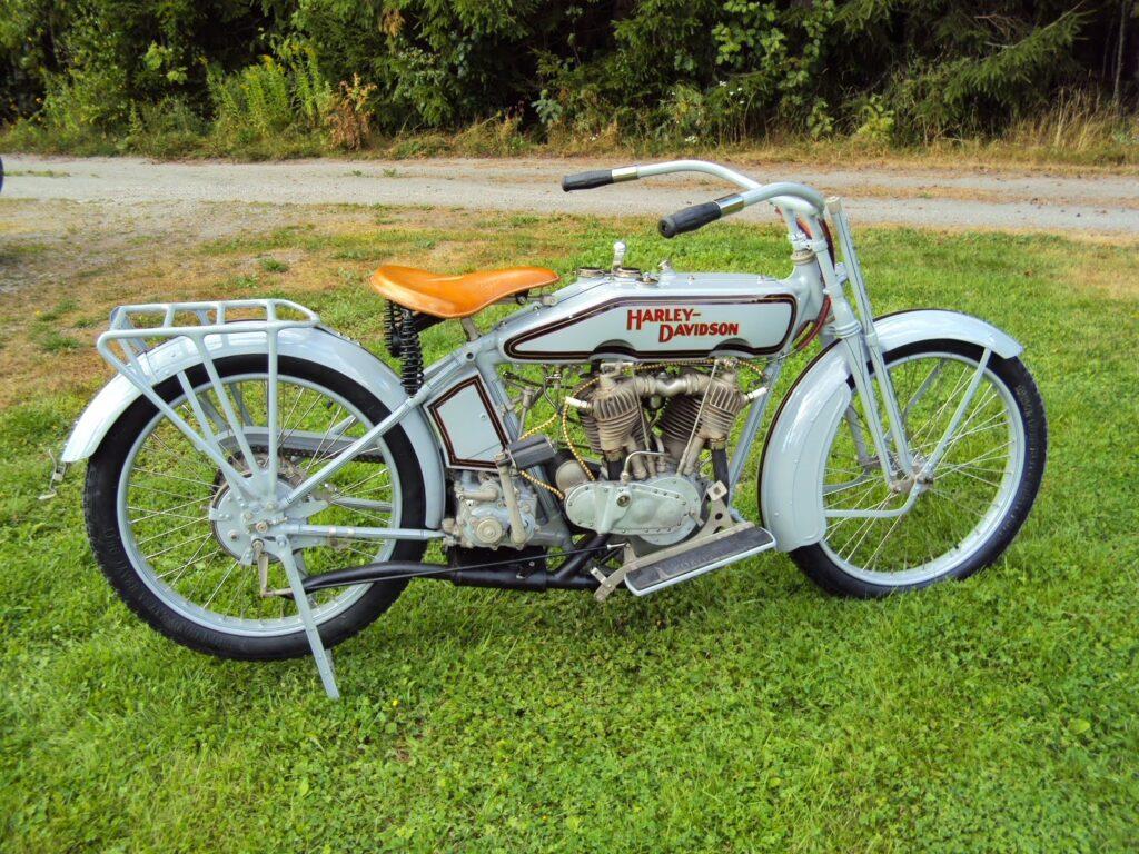 1916 - Harley-Davidson modelo 16J - derecha