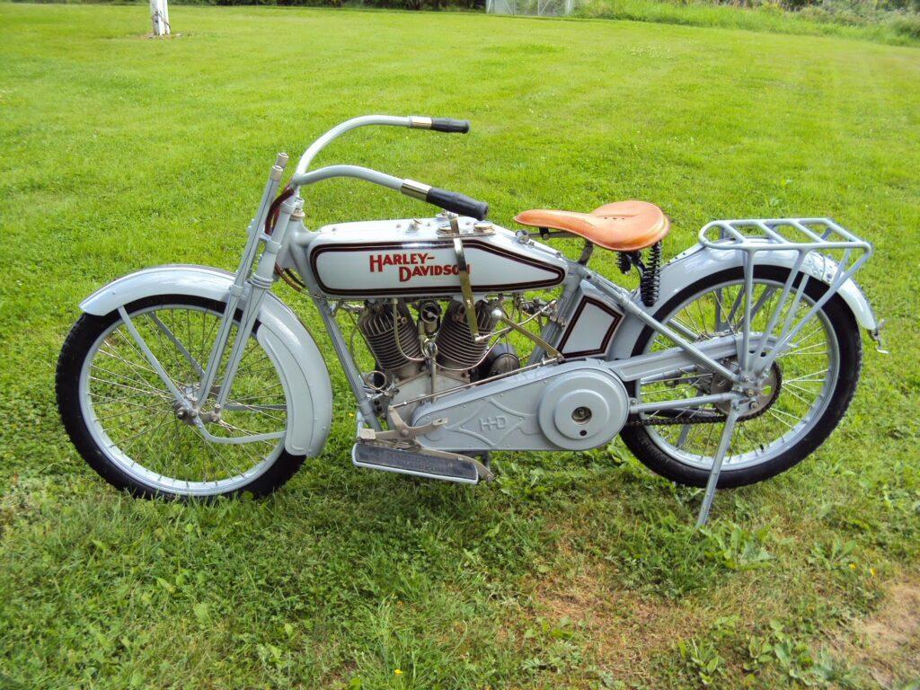 1916 - Harley-Davidson modelo 16J - izquierda