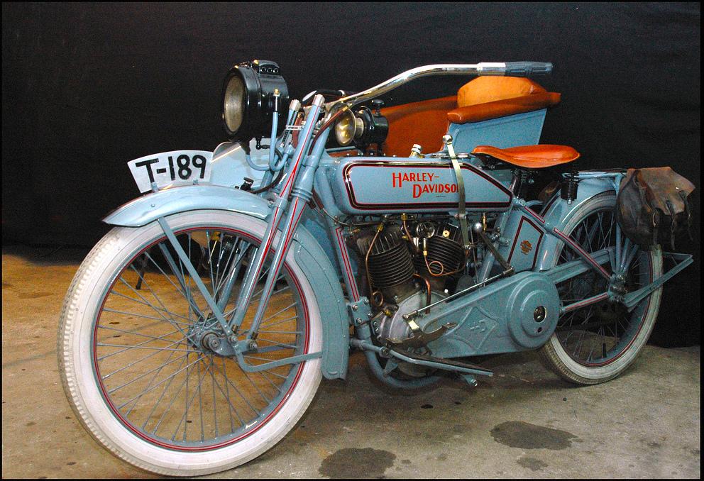 1916 - Harley-Davidson con sidecar