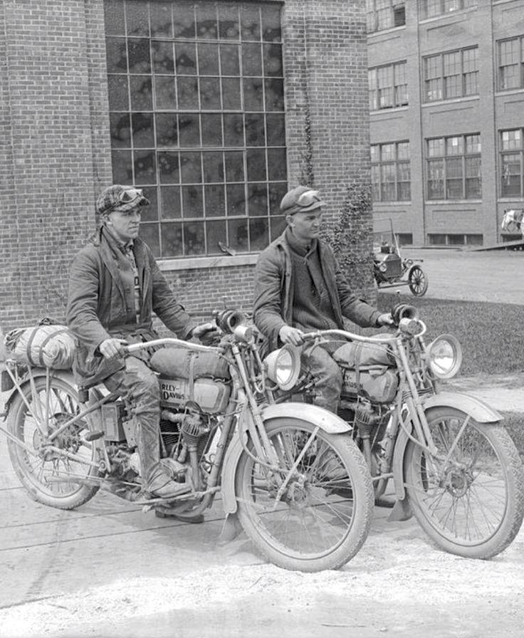 1916 - Visita a la fábrica Harley-Davidson
