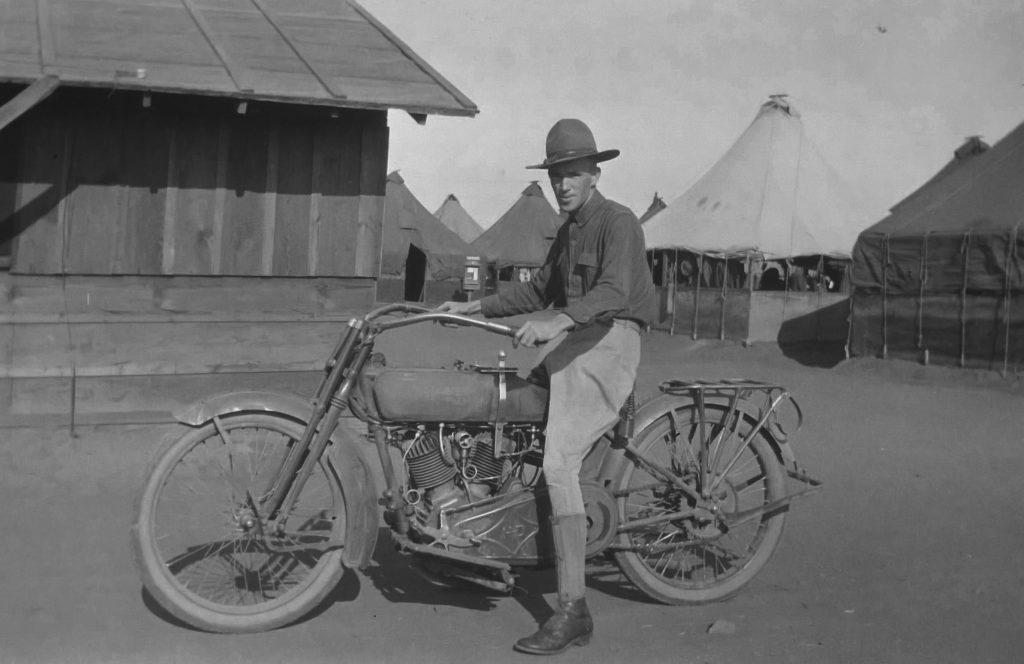 1916 - Soldado en Harley-Davidson