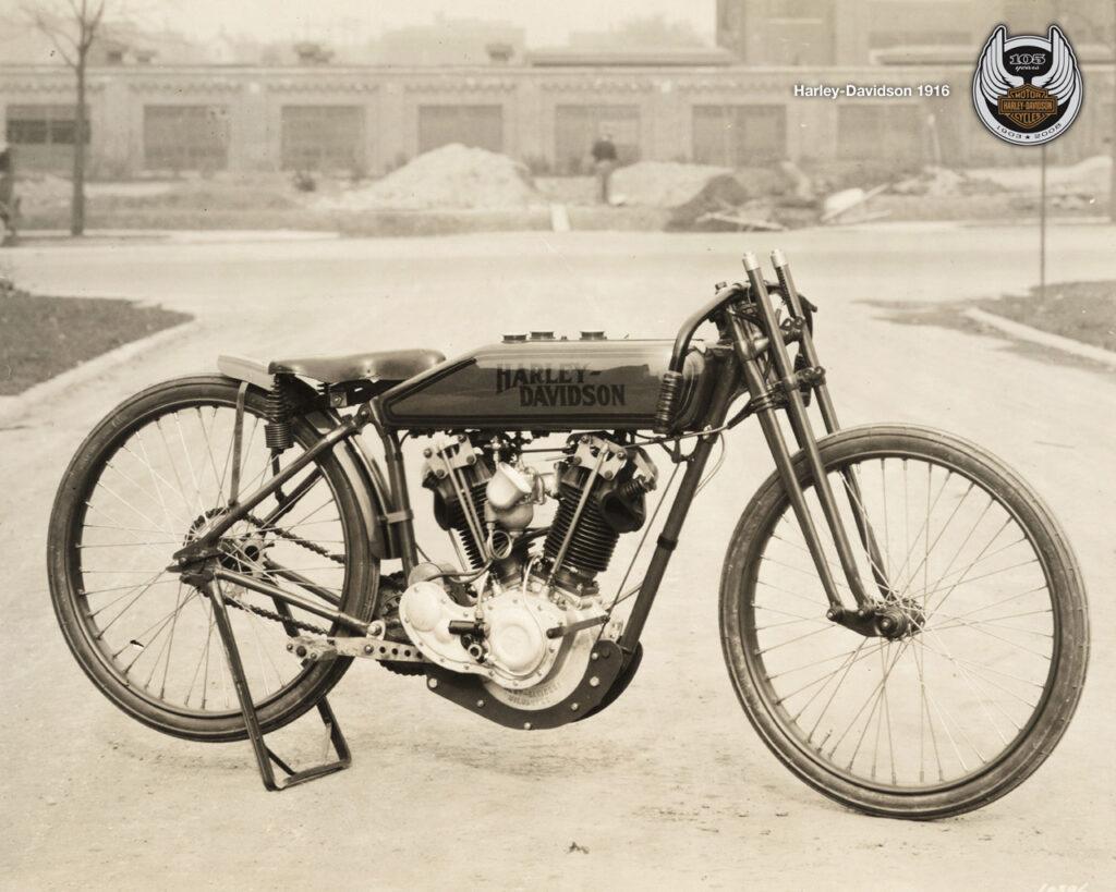 1916 - Harley-Davidson modelo OHV de competición de ocho válvulas