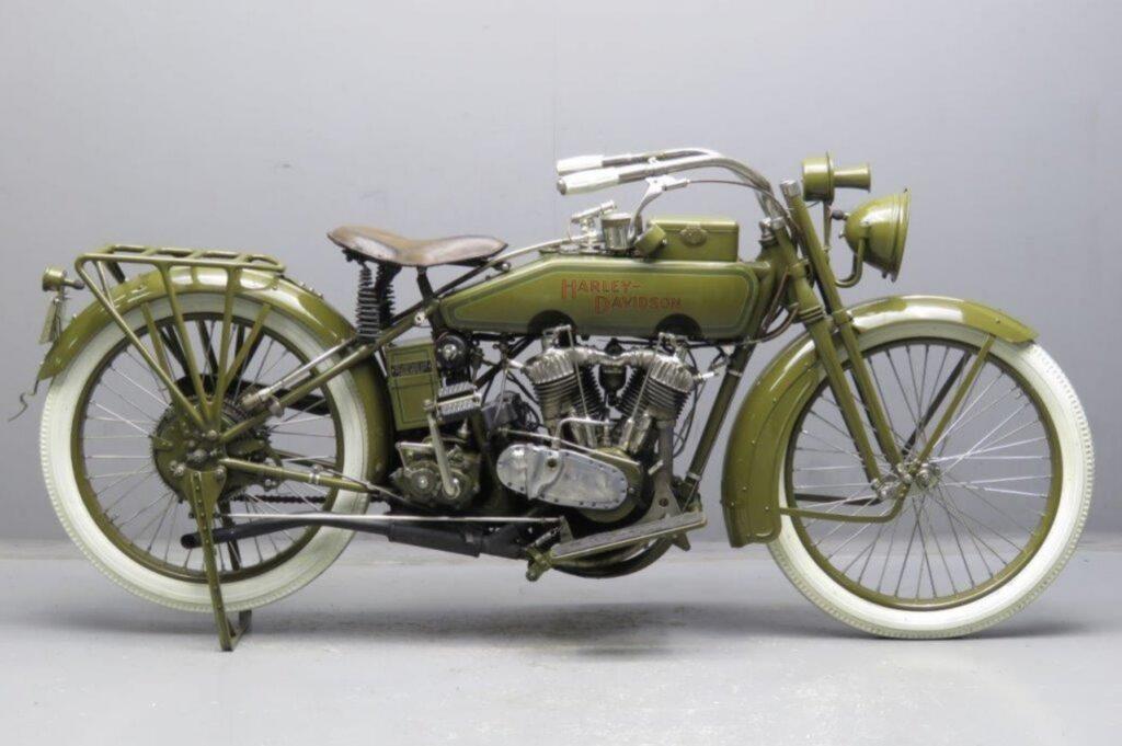 1918 - Harley-Davidson 18J derecha
