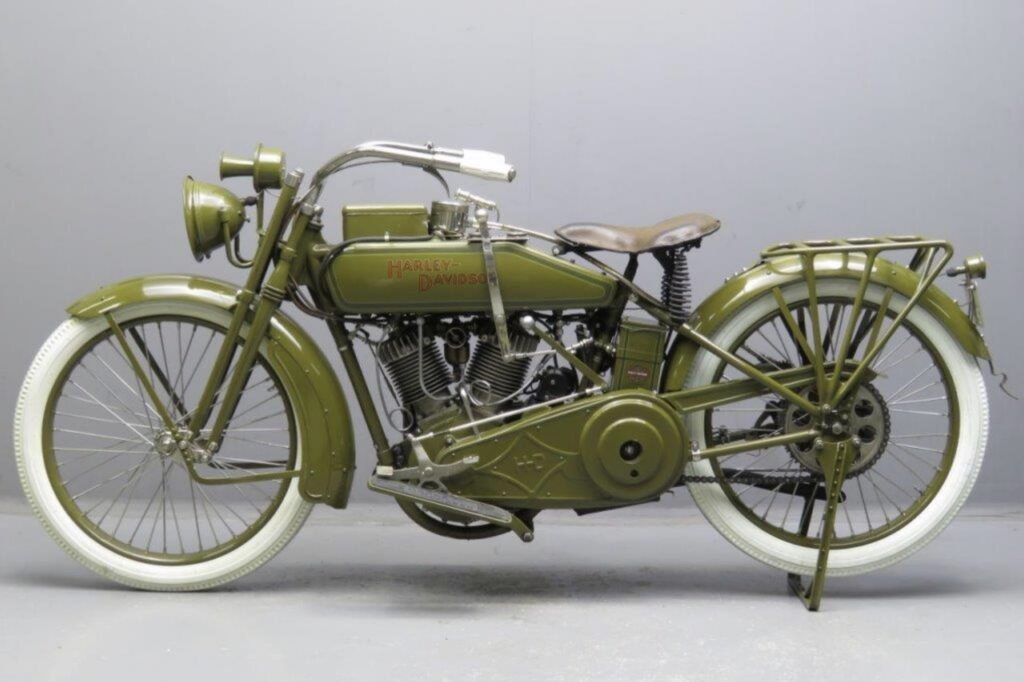 1918 - Harley-Davidson 18J izquierda