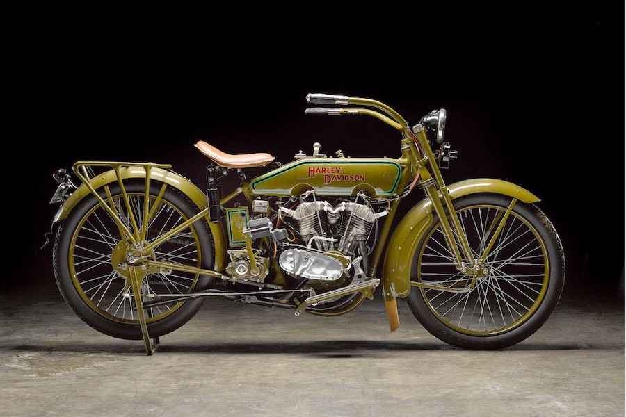 Harley-Davidson modelo 20J de 1920 (derecha)