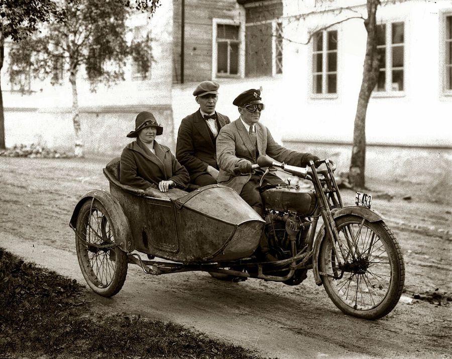 1920 - Harley-Davidson con sidecar