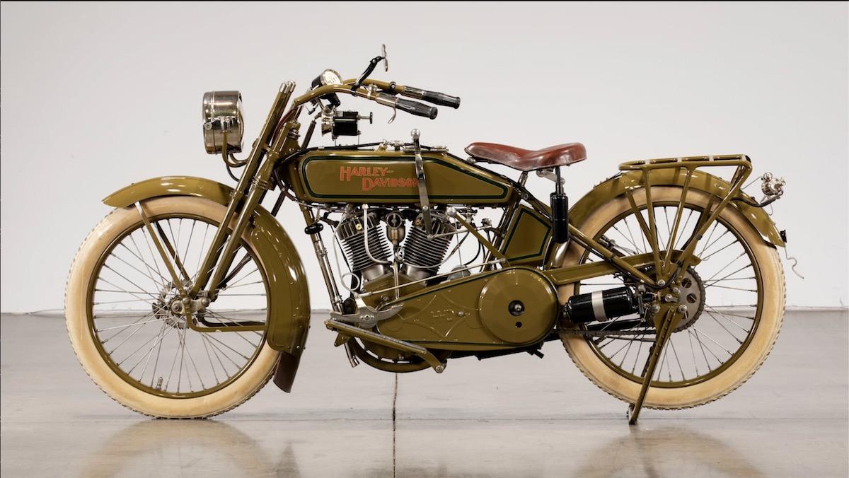 Harley-Davidson modelo 20J de 1920 (izquierda)
