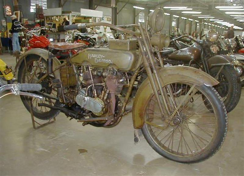 Harley-Davidson 21J de 1921 - Derecha