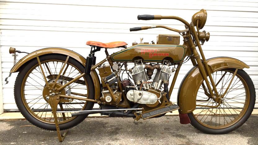 Harley-Davidson modelo 21JD de 1921 (derecha)
