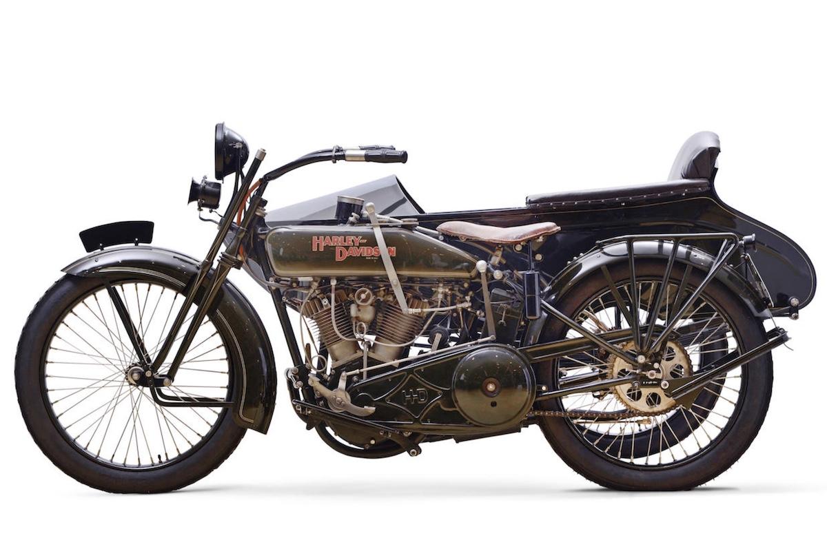 Harley-Davidson modelo 21JDS de 1922 - (Izda)