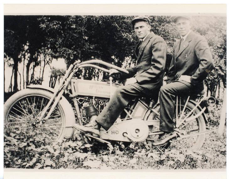 1922 - Harley-Davidson con pasajero