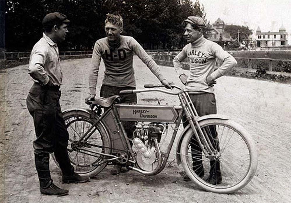 1910 - Harley-Davidson equipo de competición